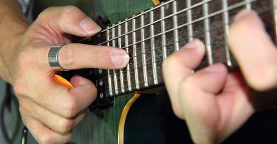 The Best Two-Hand Tapping Tips For Beginner & Intermediate Guitarists