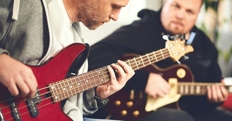 Online guitar lessons vs hiring a tutor