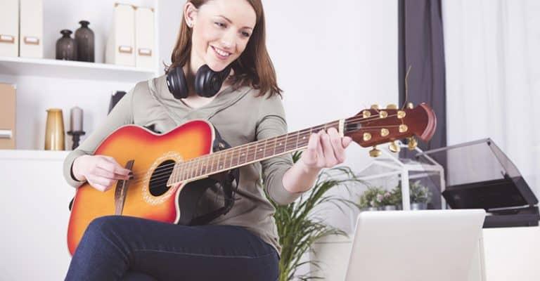 Best Online Guitar Lessons 2021 [For Beginner & Intermediate Guitarists]
