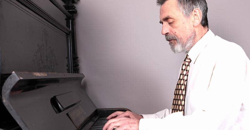 Advancing piano player
