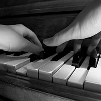 Hand and finger independence for pianists