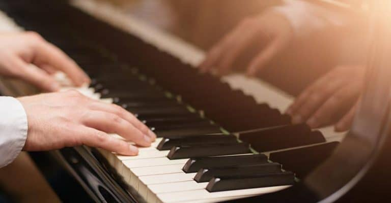 How To Play Piano For Beginners In 7 Steps