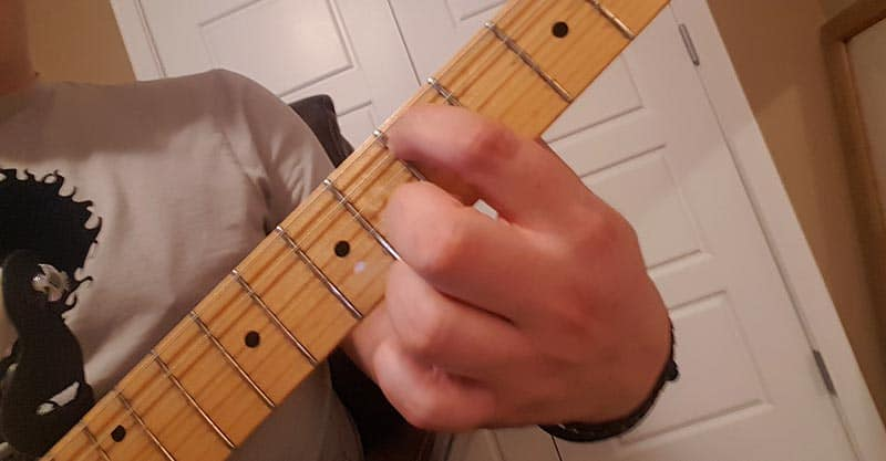How to tune the D string on guitar