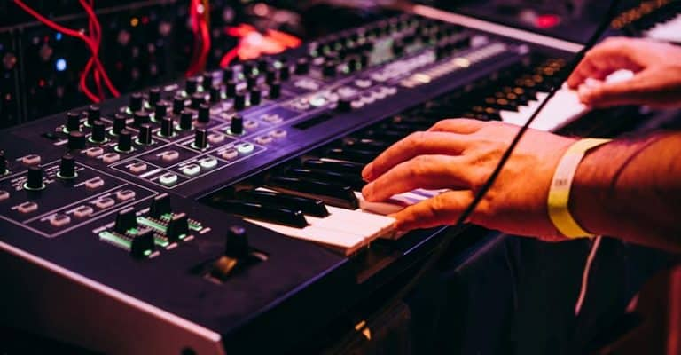 What Is A Synthesizer & How Synths Work