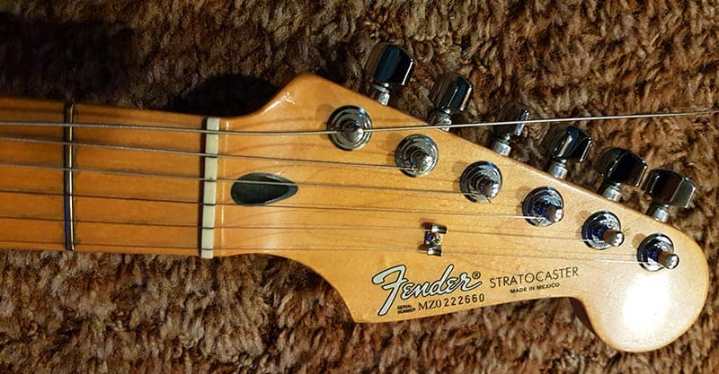 Electric guitar string post