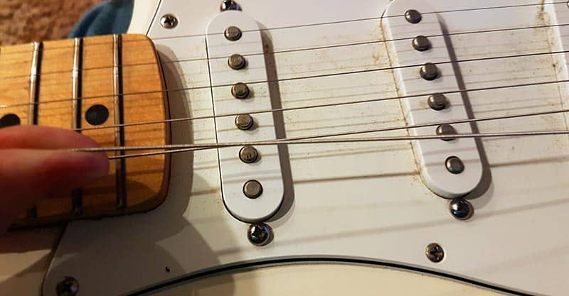 Stretching your guitar string
