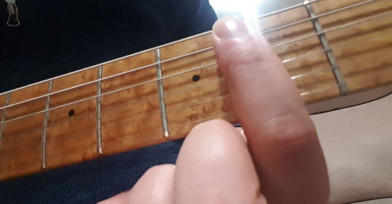 Bm chord, step 1