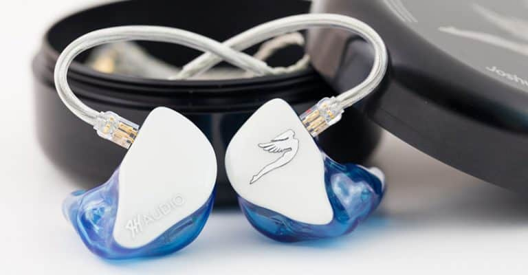 What Do Musicians Listen To In Their Earpiece When Performing (& Why)