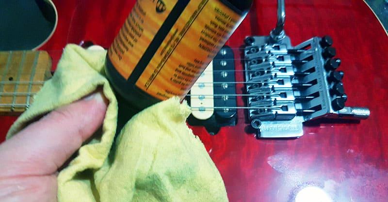 String cleaner for guitar strings